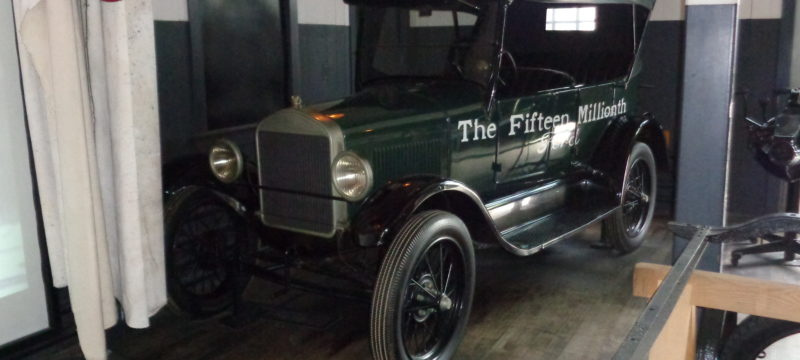 Ford_Model_T_-_Serial_No._15,000,000,_Built_May_1927