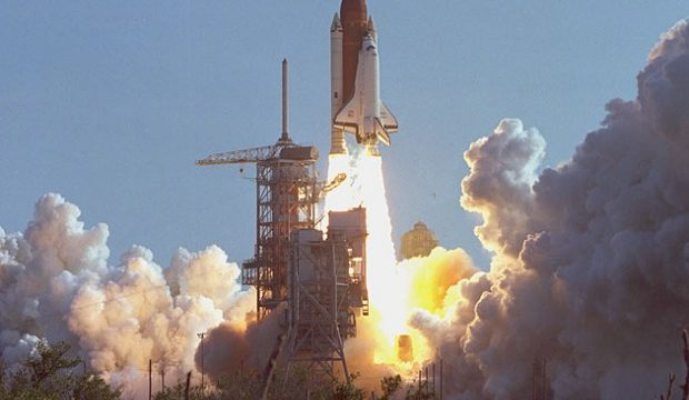 space-shuttle-discovery-first-launch-630-620×413